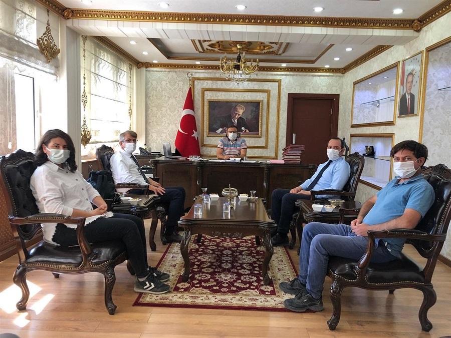 Bölge Müdürümüz Sn. Mehmet Tuncay BAYRAKTAR heyet ile birlikte Ceylanpınar Kaymakamı ve Ceylanpınar Gümrük Kapısı Mülki İdare Amiri Sayın Cüneyt CANER'i makamında ziyaret etti.